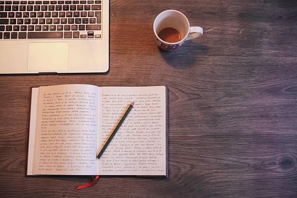 Writing a diary:スマホ壁紙(壁紙.com)