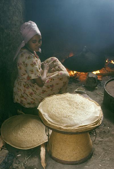 Tropical Tree「Ethiopia, Girl Making Injera Bread」:写真・画像(11)[壁紙.com]