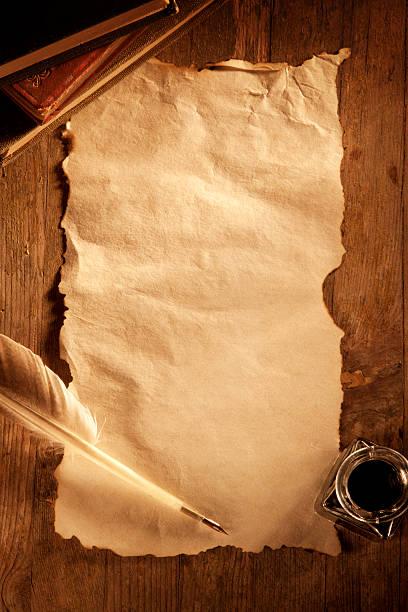 Antique Paper on a Wooden Desk:スマホ壁紙(壁紙.com)