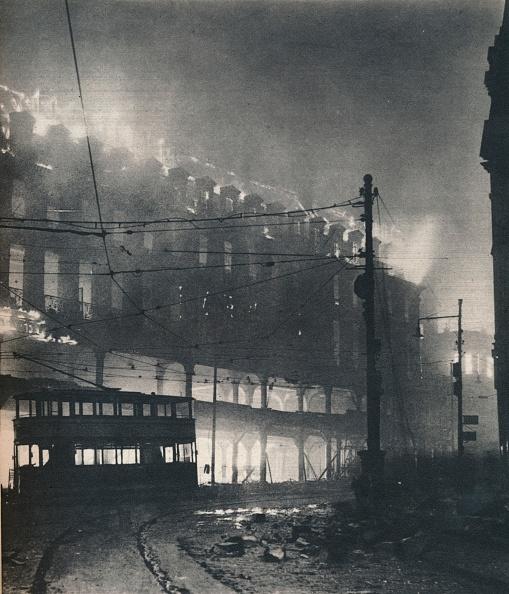 Street「Nine Hours of Bombing. When Sheffields turn came it was mid-winter. 1940 (1942)」:写真・画像(19)[壁紙.com]