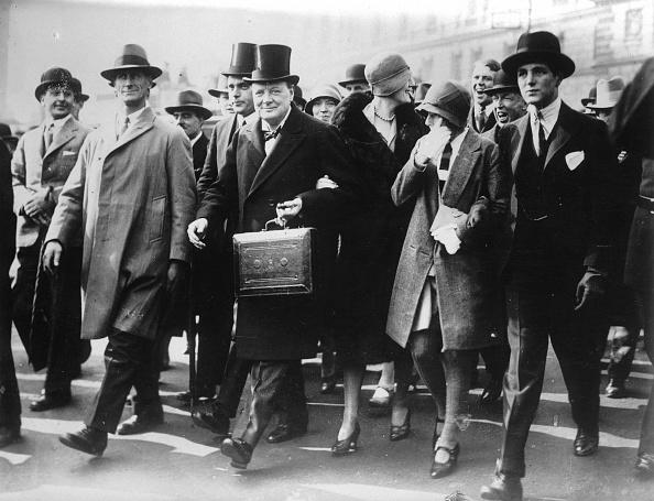 Government Building「Winston Churchill mit Budgetkoffer」:写真・画像(16)[壁紙.com]