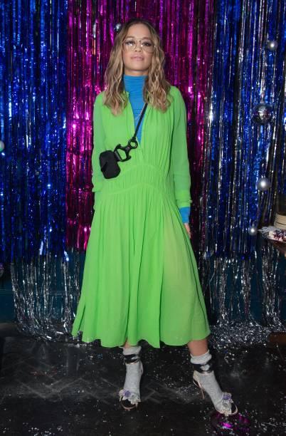 Sandal「Burberry x Cara Delevingne Christmas Party, London」:写真・画像(15)[壁紙.com]