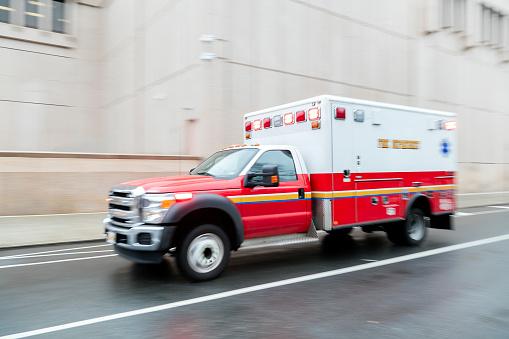 Emergency Services Occupation「Ambulance Speeding in New York, Blurred Motion」:スマホ壁紙(10)