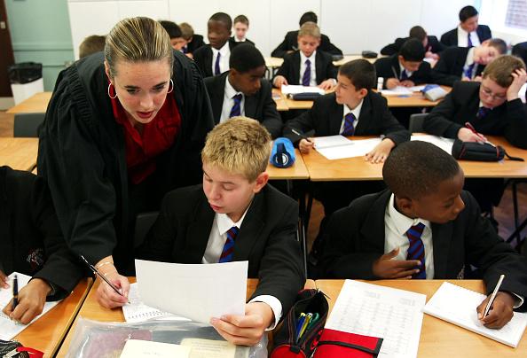 School Building「Students Across The UK Return To School For Start Of The Autumn Term  」:写真・画像(10)[壁紙.com]