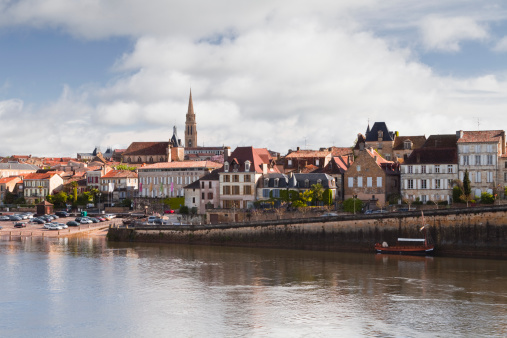 Nouvelle-Aquitaine「The river Dordogne and city of Bergerac.」:スマホ壁紙(14)