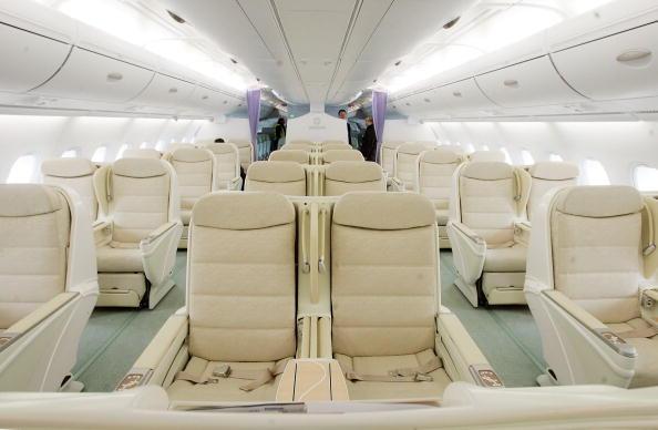 Passenger Cabin「Airbus Lands New A380 Plane At JFK Airport」:写真・画像(0)[壁紙.com]