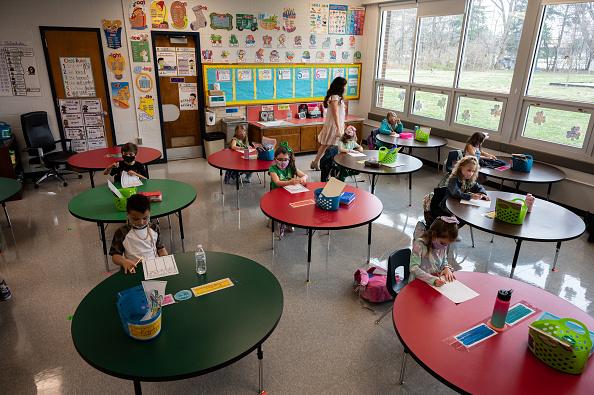 Classroom「Louisville Schools Open For In-Person Learning」:写真・画像(12)[壁紙.com]