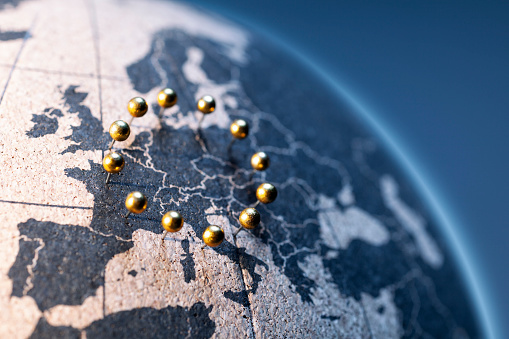 Politics「European Union - Golden pins on cork board globe」:スマホ壁紙(4)