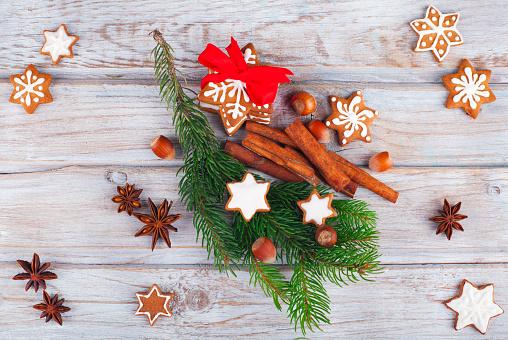 Gingerbread Cookie「Christmas pine with gingerbread cookies and cinnamon」:スマホ壁紙(11)