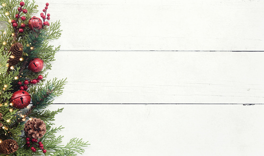 Pine Cone「Christmas pine garland border on an old white wood background」:スマホ壁紙(16)