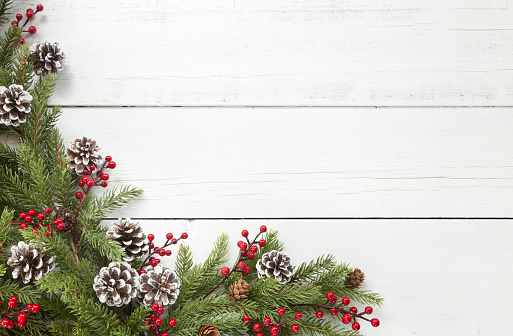 Pine Cone「Christmas pine garland border on an old white wood background」:スマホ壁紙(6)