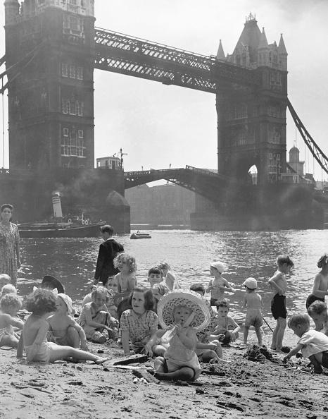 Monty Fresco「Tower Bridge Beach」:写真・画像(5)[壁紙.com]