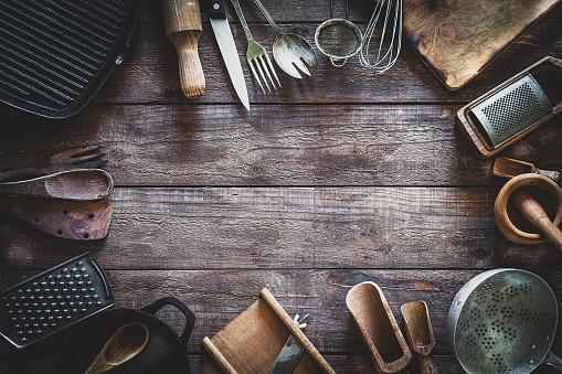 Cast Iron「Vintage kitchen utensils frame」:スマホ壁紙(9)