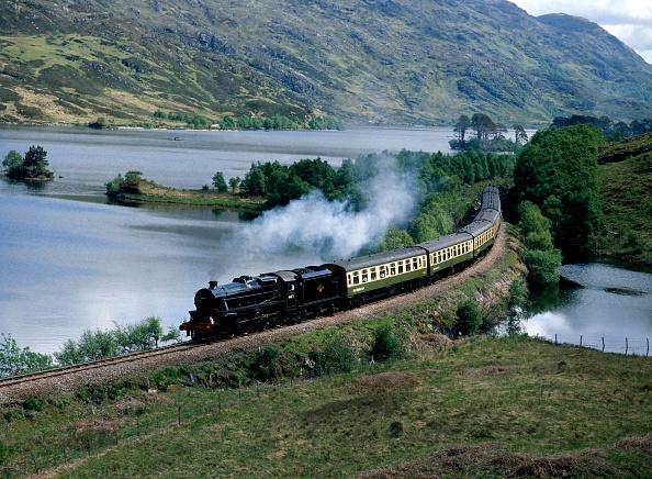 Mountain Range「West Highlander. No.44871 skirts Loch Eilt en route from Fort William to Mallaig. 25.05.1989.」:写真・画像(19)[壁紙.com]
