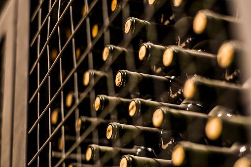Argentina「Wine bottles in wine cellar, Mendoza, Argentina」:スマホ壁紙(16)