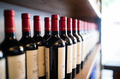 Tasting「Wine bottles on shelf at a winery」:スマホ壁紙(19)