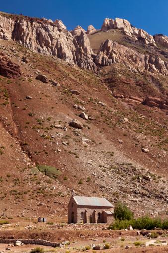 アコンカグア山「Little chapel at Puente del Inca, Las Cuevas」:スマホ壁紙(14)