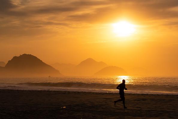 Dawn「Sunrise and Early Morning in Rio de Janeiro Amidst the Coronavirus (COVID - 19) Pandemic」:写真・画像(2)[壁紙.com]