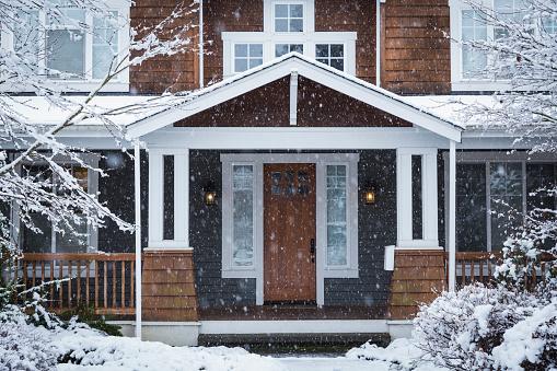 Cold Temperature「Snow falling near house」:スマホ壁紙(10)