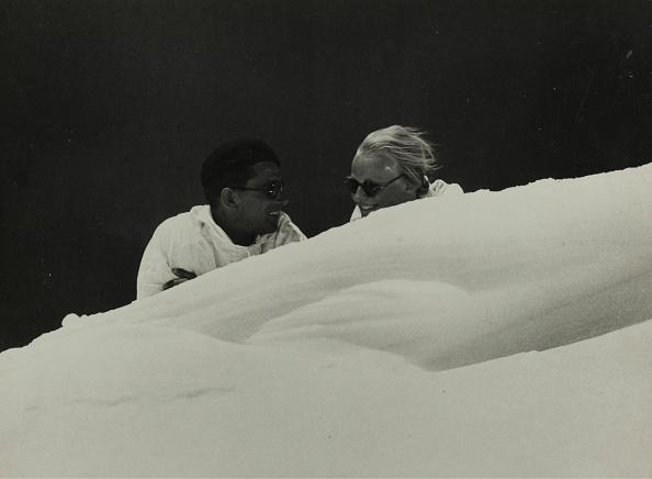 Snowdrift「Skiers And Skier In A Snowdrift」:写真・画像(10)[壁紙.com]