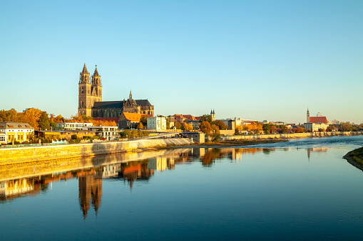 Cathedral「Germany, Saxony-Anhalt, Magdeburg, Cathedral of Magdeburg and Elbe river」:スマホ壁紙(15)