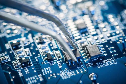 Electronics Industry「Assembling a circuit board.」:スマホ壁紙(1)