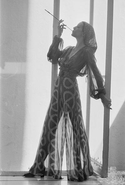 William Lovelace「Chiffon Trousers」:写真・画像(2)[壁紙.com]