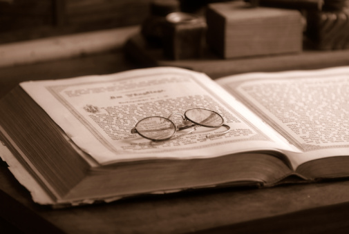 Hardcover Book「Old book with an antique reading glasses」:スマホ壁紙(2)