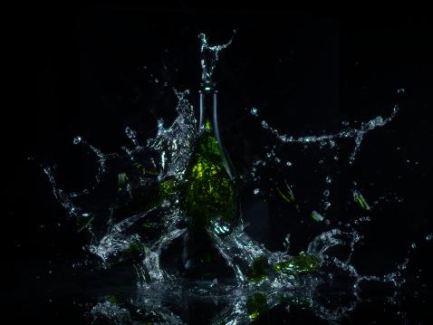 Destruction「Exploding bottle」:スマホ壁紙(13)