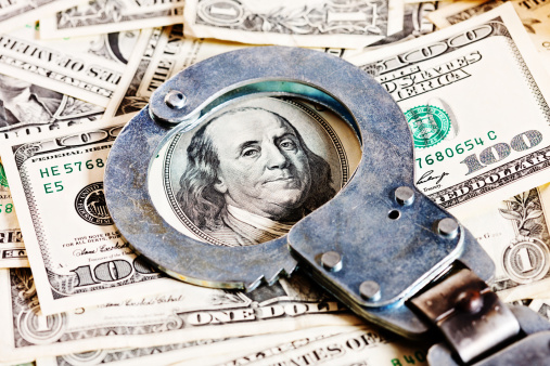 American One Hundred Dollar Bill「Handcuffs circle Benjamin Franklin in stack of dollars」:スマホ壁紙(19)