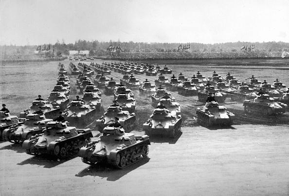 In A Row「German Tanks」:写真・画像(9)[壁紙.com]