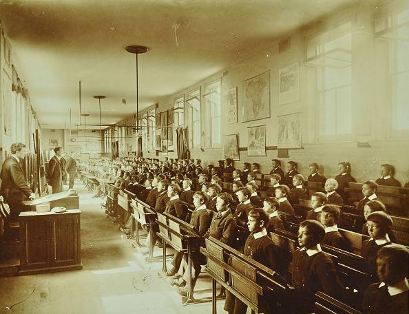 1900「Boys Sitting At Their Desks, Ashford Residential School, Middlesex, 1900」:写真・画像(13)[壁紙.com]