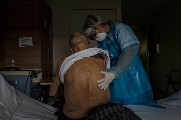 Mulhouse「Coronavirus Takes High Toll In Grand Est Region, Epicenter Of Country's Outbreak」:写真・画像(2)[壁紙.com]