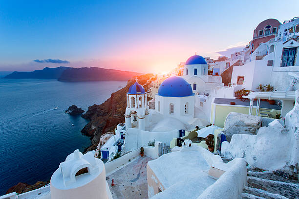 Blue domed churches at sunset, Oia, Santorini:スマホ壁紙(壁紙.com)