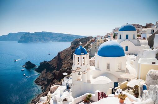Greek Orthodox「Blue domed church along caldera edge in Oia, Santorini」:スマホ壁紙(9)