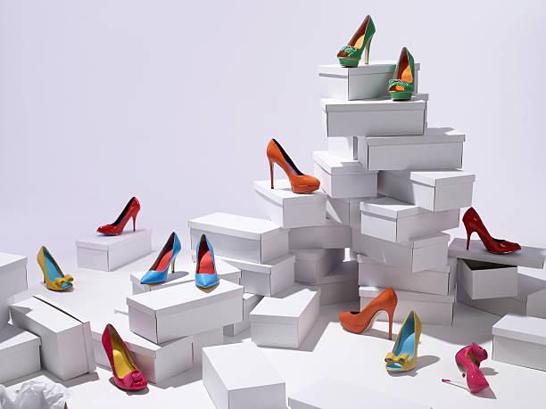 Various shoes piled on shoe boxes:スマホ壁紙(壁紙.com)