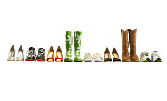 Shoe「Various shoes in a row, studio shot」:スマホ壁紙(12)