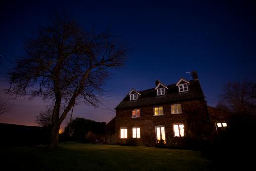 English Culture「House at night」:スマホ壁紙(19)