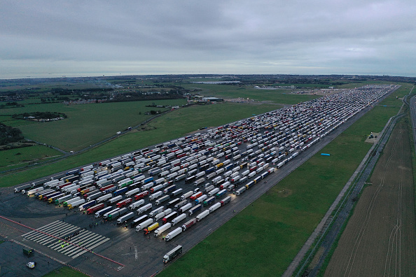 Semi-Truck「Travel From UK To France Remains Suspended Over Covid-19 Concerns」:写真・画像(10)[壁紙.com]