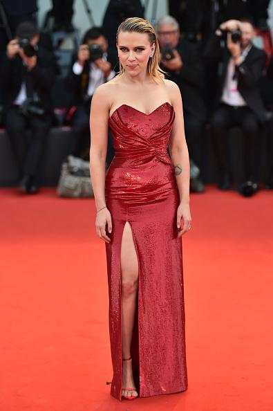 "Red Dress「""Marriage Story"" Red Carpet Arrivals - The 76th Venice Film Festival」:写真・画像(9)[壁紙.com]"