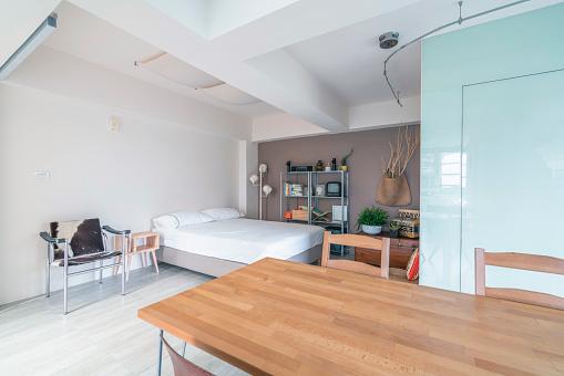 Studio Apartment「Open space interior with a bedroom corner」:スマホ壁紙(1)