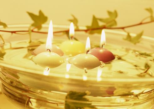 Floating Candle「Lit floating candles」:スマホ壁紙(2)