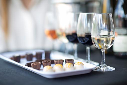 Praline「Wine degustation with chocolates」:スマホ壁紙(3)