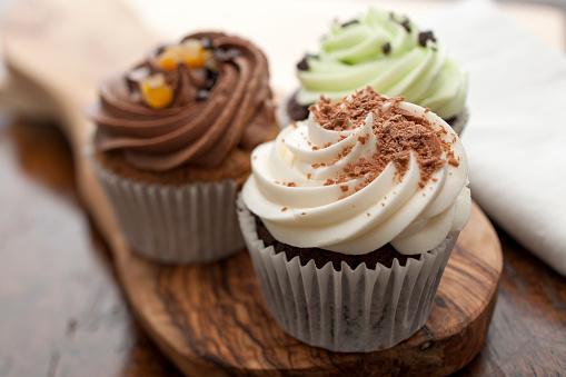 Dessert「Three Cupcakes」:スマホ壁紙(0)