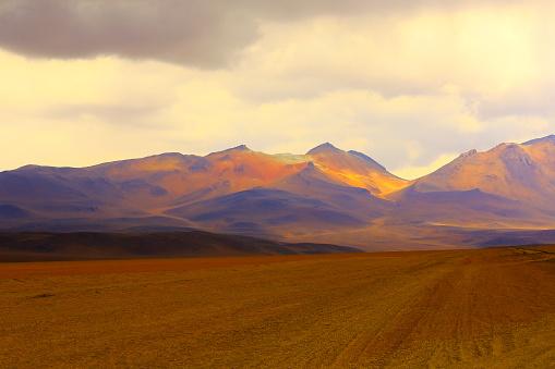 Wilderness「Country dirt road to Impressive Bolivian Andes altiplano and Idyllic Atacama Desert, Volcanic landscape panorama – Potosi region, Bolivian Andes, Chile, Bolívia and Argentina border」:スマホ壁紙(17)