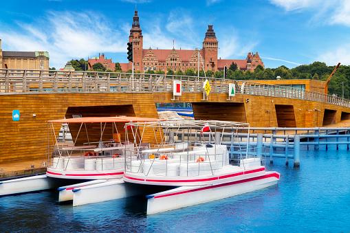 Catamaran「Home city marina with water trams, Szczecin, Poland」:スマホ壁紙(17)