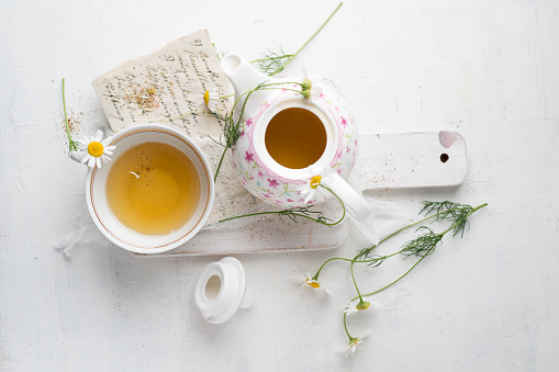 Writing「Chamomile tea in pot and cup」:スマホ壁紙(0)