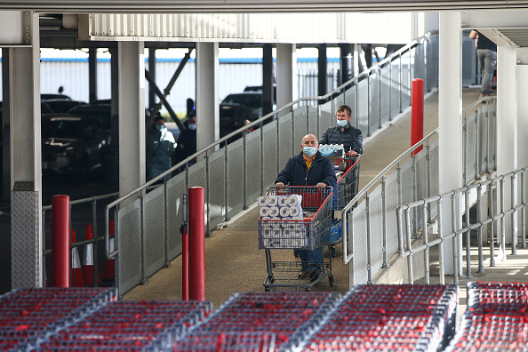 Costco Wholesale Corporation「Shoppers Stock Up For England's Second Lockdown」:写真・画像(4)[壁紙.com]