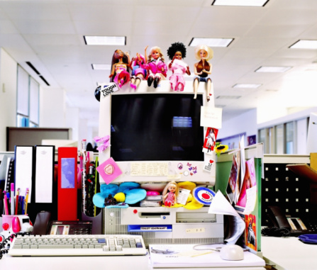 Individuality「Dolls and stickers on computer monitor in office」:スマホ壁紙(4)