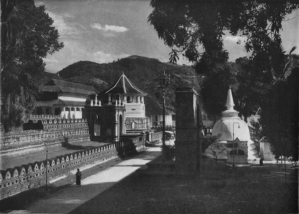 Light Effect「'The Temple of the Holy Tooth and Dagoba, Kandy, Ceylon', c1890,」:写真・画像(7)[壁紙.com]